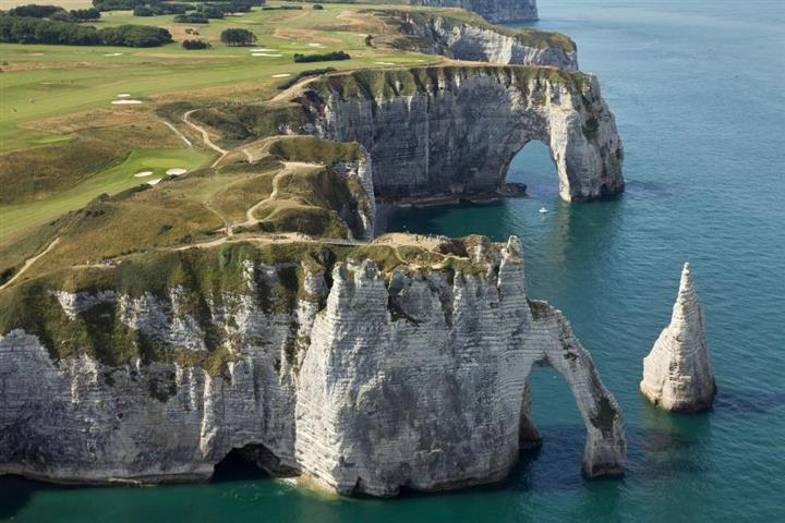 Arch and Needle: cliffs in Etretat, Normandy