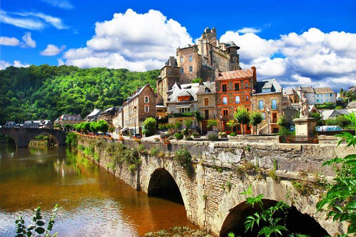 The village of Estaing, Aveyron