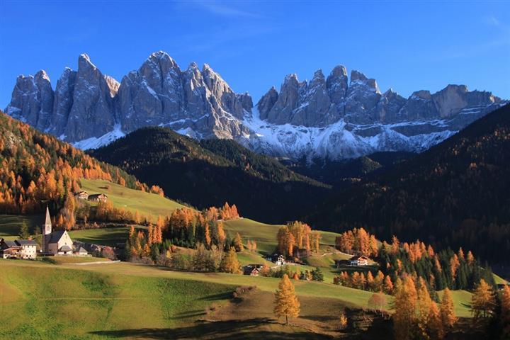 Val di Funes au pied des Dolomites, Trenti