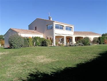 Detached country house with integral double garage and separate gîte on 11,612 m².