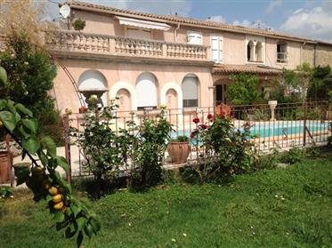 Spacious and comfortable renovated winegrowers house with 5 bedrooms on 900 m² with pool.