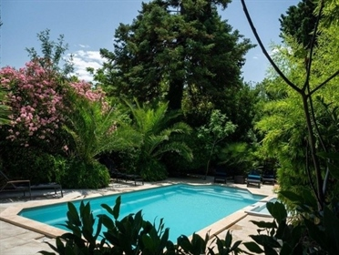 Magnificent luxurious manor house with 16 bedrooms on 1679 m² with pool. Excellent revenues !