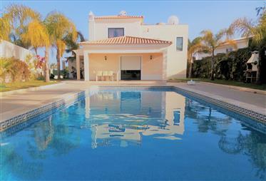Esplêndida vivenda V4 com piscina - Carvoeiro