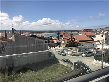 Moradia contemporânea V4 em Sao Martinho do Porto ao pé da praia