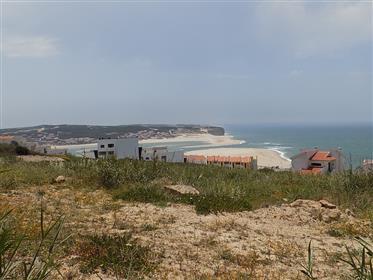 Terreno com vistas deslumbrantes para o mar e a entrada da l...