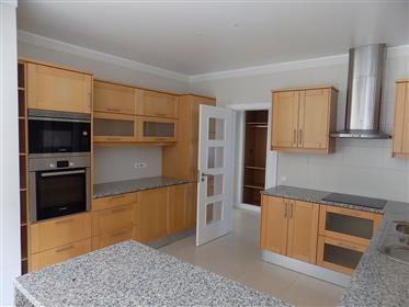 Vivenda com 3 quartos na Praia Del Rey com vista mar