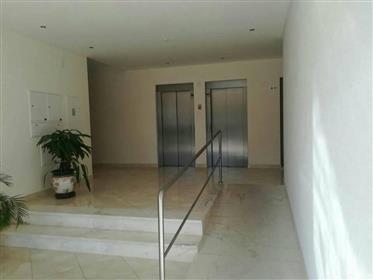 Appartement de 2 chambres à Armação de Pêra avec garage - en construction