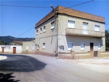 Moradia V9 para renovar em Salir / Loulé