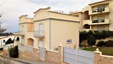 Villa individuelle de 3 chambres avec piscine à un pas du po...