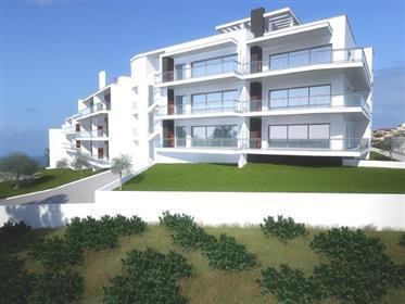 Apartamentos T3 em construção na praia da Nazaré.