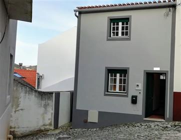 Vivenda V4 duplex geminada com terraço privado