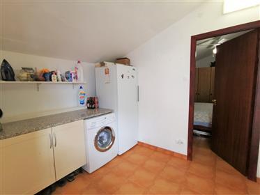 Casa isolada de 2 quartos com um anexo T2 separado