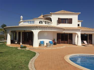 Magnifique villa de 4 chambres isolée avec vue mer