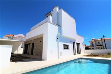 Fantástica Moradia isolada com piscina a 15 minutos da praia
