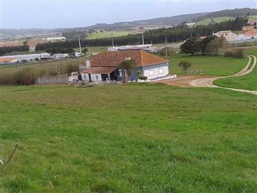 Quintinha para restauro a 5 km da Praia de Santa Cruz