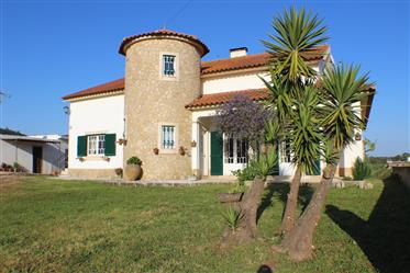 Traditional 4 bedroom villa near Cadaval