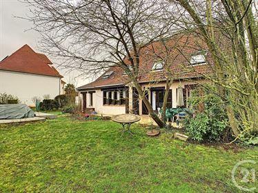 Varennes Jarcy Maison 6 Pieces !Venez découvrir cette maison familiale sur un grand terrai