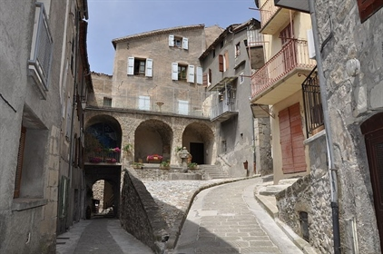 Dpt Alpes de Haute Provence (04), for sale Annot, in the heart of the medieval city house 4 rooms 70