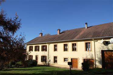 Reiterhof mit Reithalle und Teich und 2 FerienwohnungenRef: 03422 in der Nähe von Saint-Dié-des-Vos