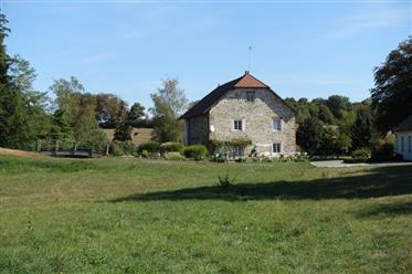 Ancien moulin restauré sur 3,5 ha de terrain