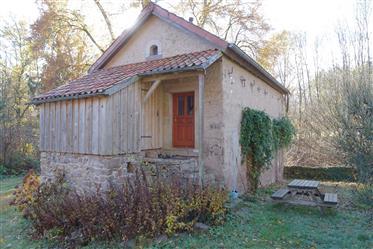Kleines, charaktervolles Natursteinhaus in Naturlage