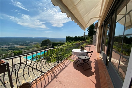 Very charming villa in walking distance to the village. This villa of approximately 192M ...