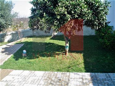 Moradia T2 + terreno com Piscina em Pardais - Vila Viçosa