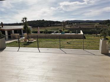 Superbe villa de 2013 aux prestations de haut niveau. 1327 m2 de terrain clos