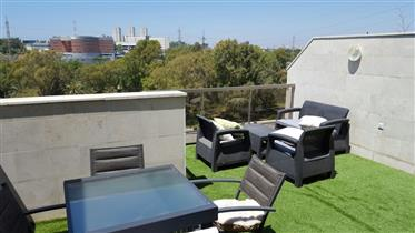 Amazing rooftop duplex with elevator and parking in Tabu with beautiful views of Hayarkon Park!