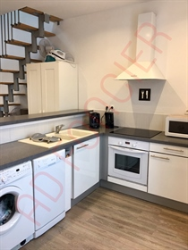 ~apartment type 2 Duplex, fully renovated and sold furnished. Access to the first floor an