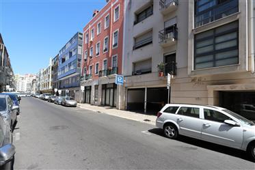 Apartamento T2 c/Parqueamento em Arroios