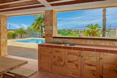 Moradia V3 com piscina e jardim, Bela vista, Ferragudo