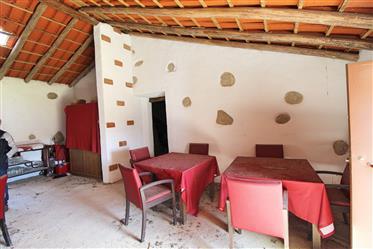 Maison de campagne traditionnelle sur un terrain de 6800 m2 à Monchique