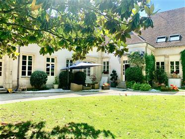 Stunning character property with garden – Beaune