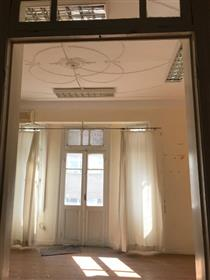 Local commercial : 780 m²