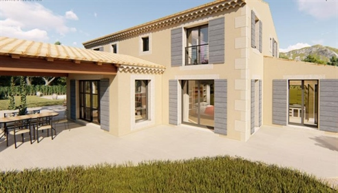 House for sale in Eygalières