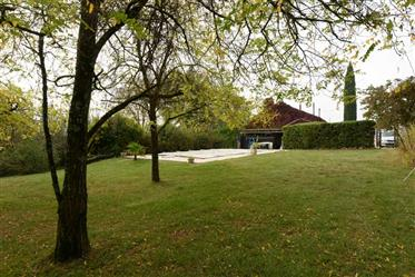 Characterful stone farmhouse in 6 acres with pool, nr Castelsagrat Tarn et Garonne