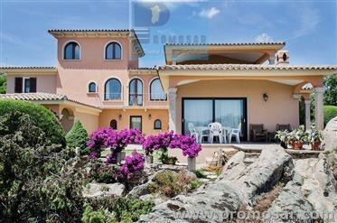 Villa con ampio giardino Arzachena Sardegna
