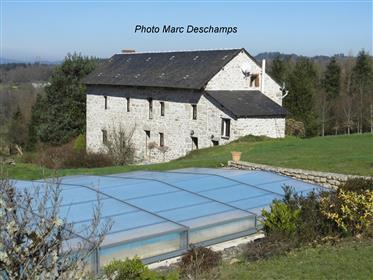 Domaine comprenant 2 maisons entièrement rénovées,grange, piscine, sur 3,64 ha de terrain attenanten