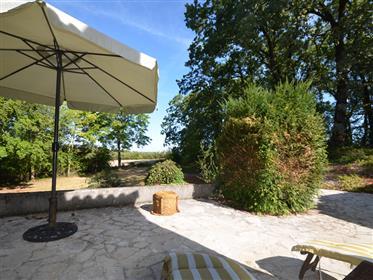 Propriété en pierre avec dépendances située à 5 min de Montaigu de Quercy sur un terrain d'env. 2Ha.