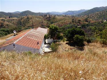 House 2 bedrooms and land with 387,220 m2