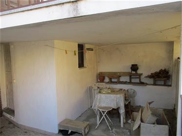 Casinha na Aldeia com Terreno de 48m2