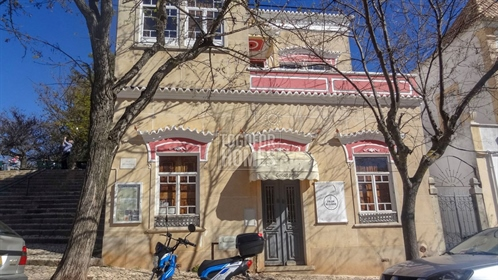 Well established, successful grand café and restaurant in top location in Silves