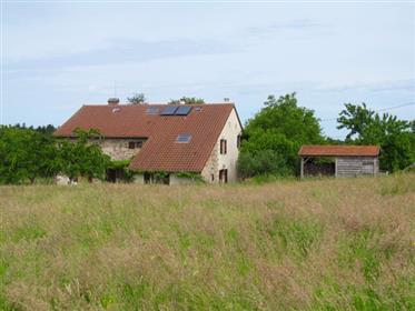 Renoviertes freistehendes Bauernhaus aus dem 19. Jahrhundert.