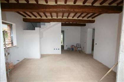 Vendesi casa singola in campagna di mq 113