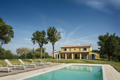 Casale Lavanda is a recently and very well renovated 280 sqm farmhouse on 2 floors:  - o