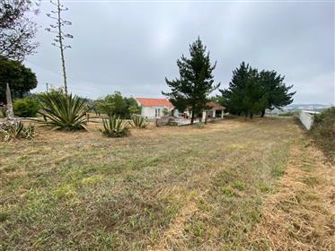 Moradia T2 com terreno de 7.920 m2 - arredores de Óbidos