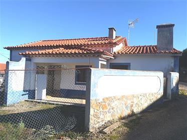 Casa e anexos com 236 m2 de construção e 1.910 m2 de terreno - A dos Negros - Óbidos