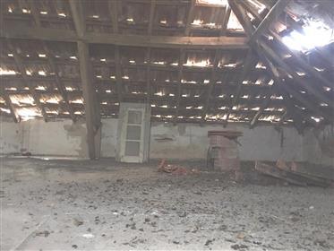 Moradia para restaurar, com 872 m2 de terreno - Salir de Matos