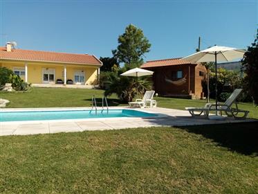 Moradia T2 com piscina, bungalow e jardim - a 15 minutos das...
